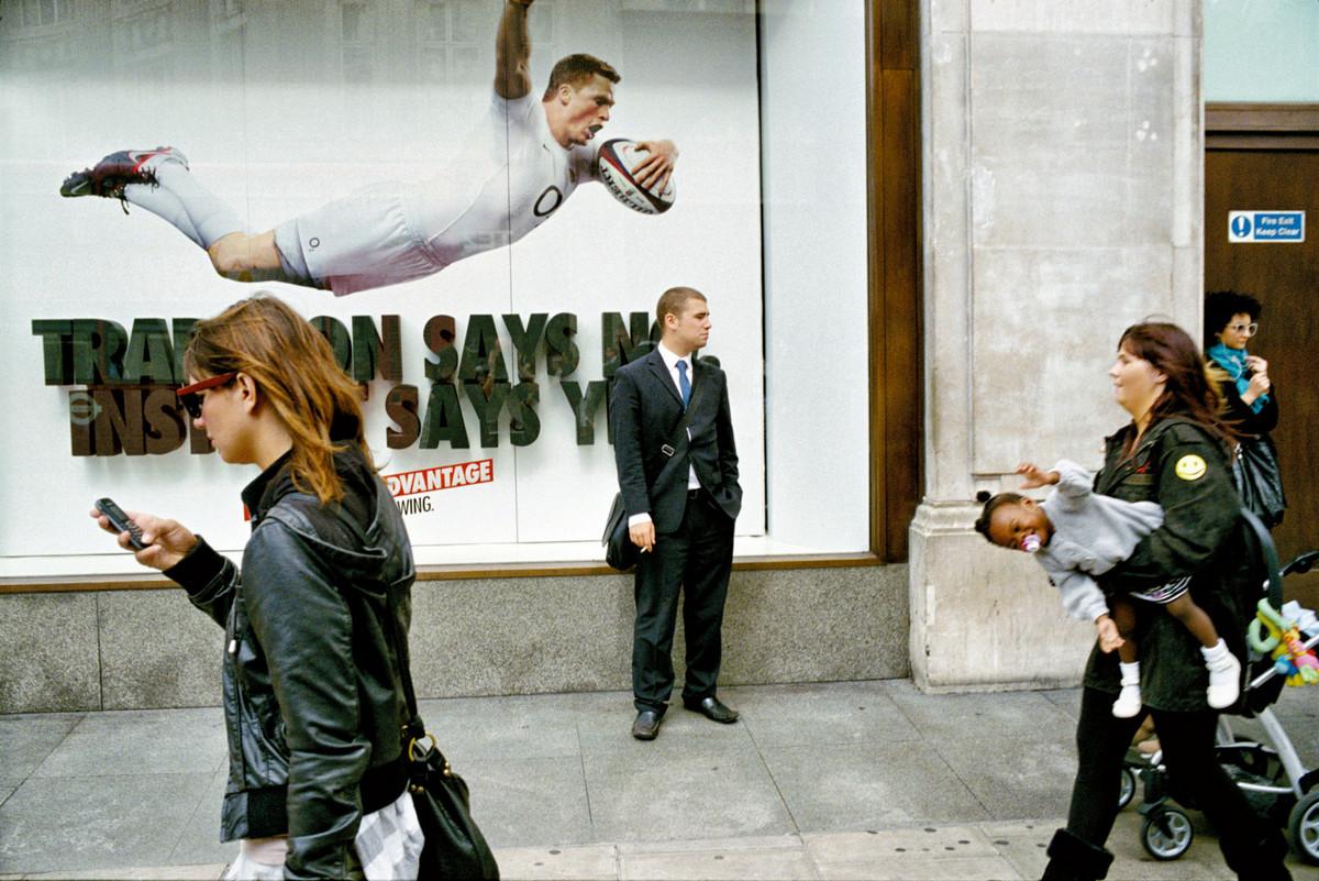 Всё о жизни Лондона на снимках уличного фотографа Мэтта Стюарта