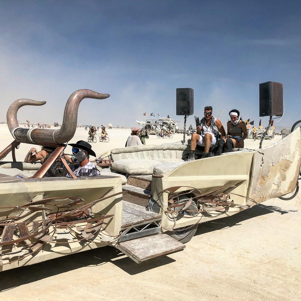 fotografii-festivalya-Burning-Man-2018_14