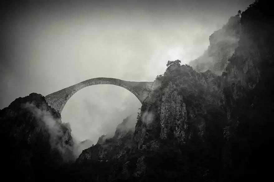 Мост на горном массиве Пинд, Греция