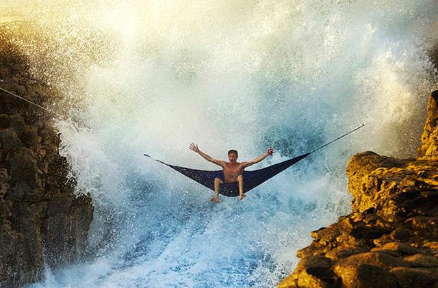 Безбашенные и веселые: самые необычные места для гамака в фото
