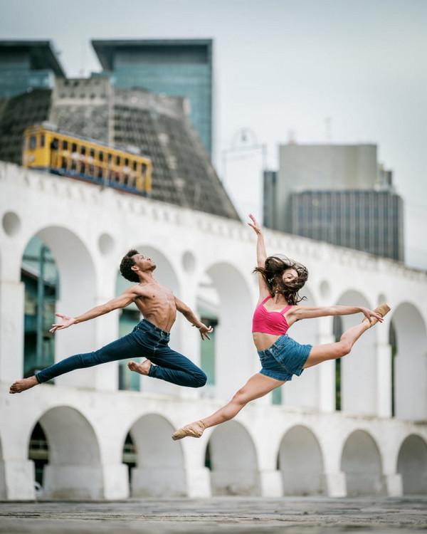Танцы на снимках Омара Роблеса