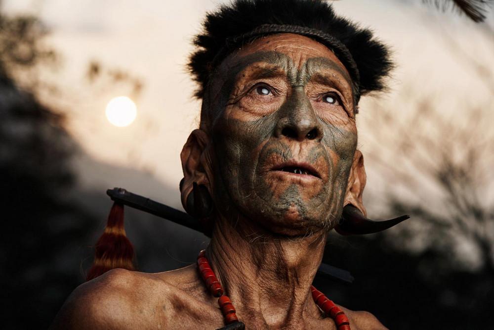 Мы живем на одной планете: невероятные снимки вымирающих племен фотографа Адама Козела