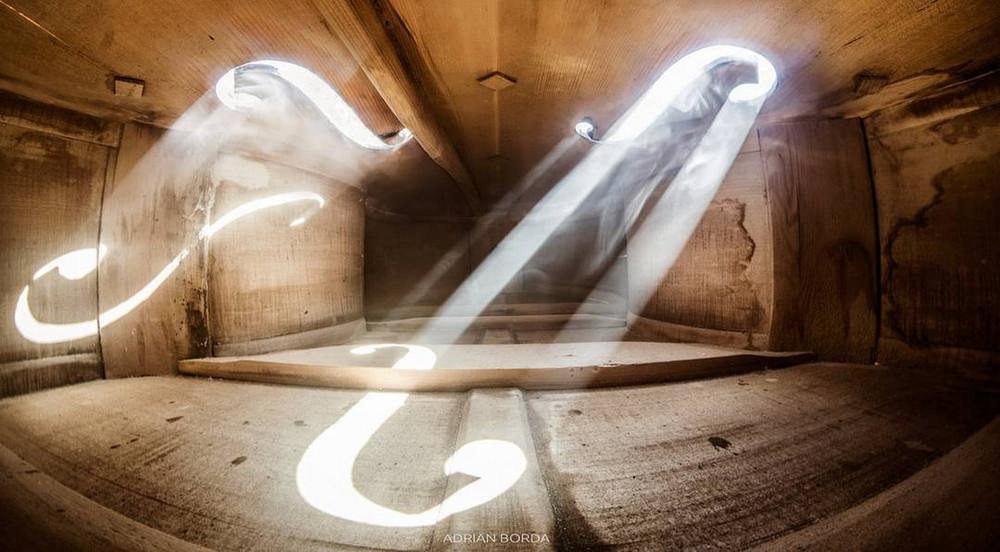 vnutri-violoncheli-fotograf-Edrian-Borda_4
