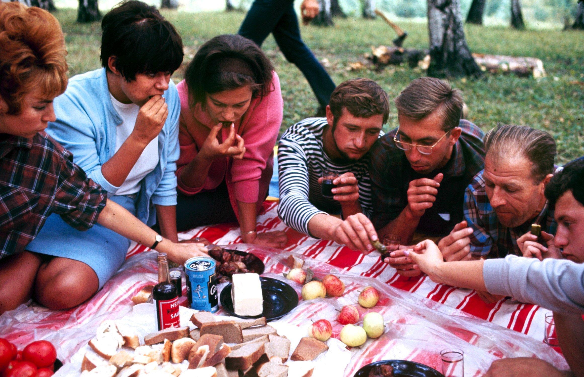 Советская молодежь 1960-х в цветных фотографиях Билла Эпприджа