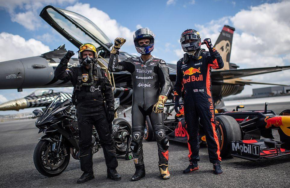 Гонка самолетов, суперкаров и мотоцикла: победил…
