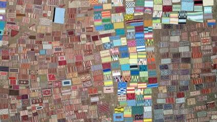 Тысячи ковров на турецких полях «готовятся» под солнцем