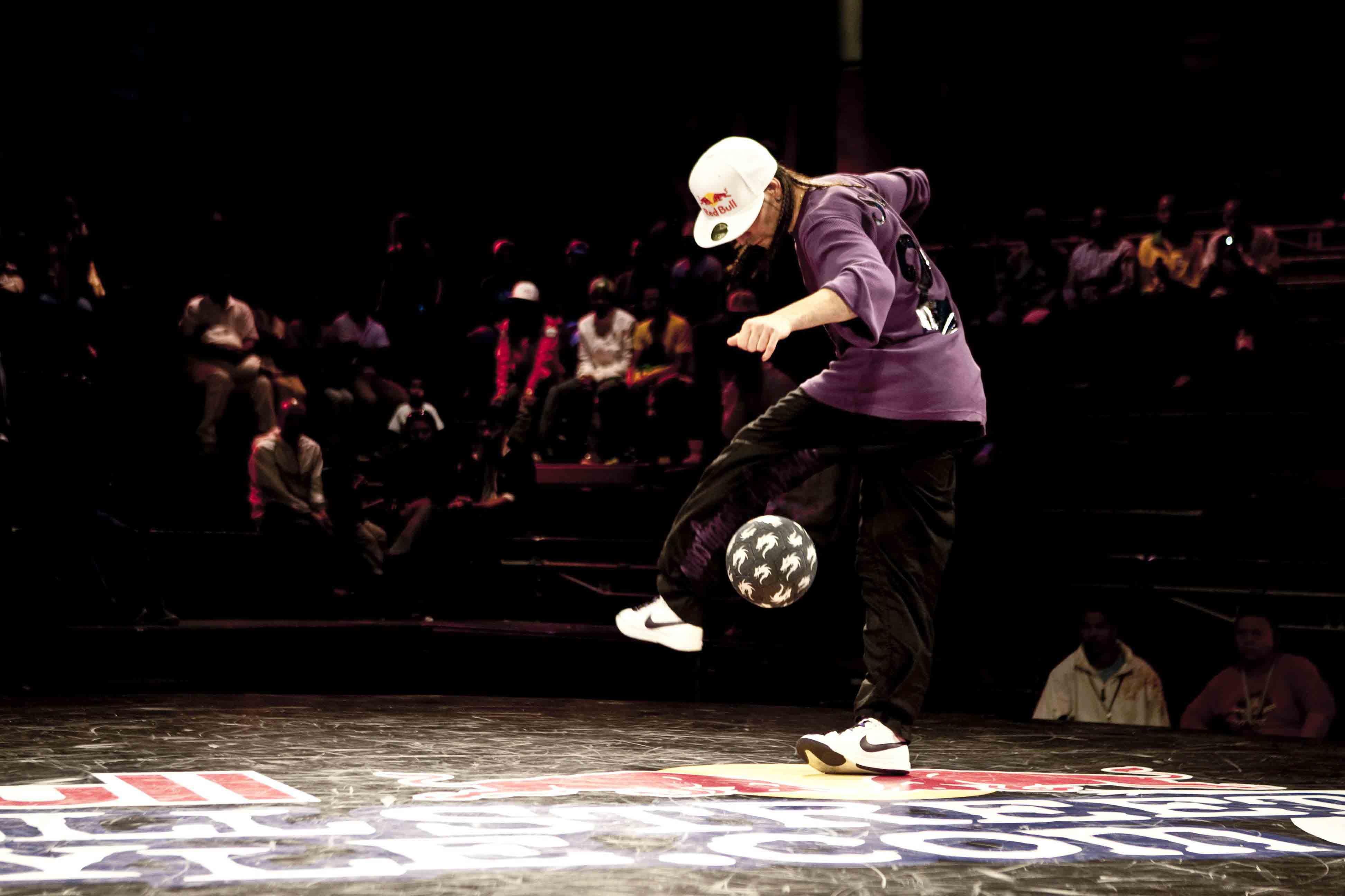 Самое популярное в сети: «старик» — футбольный фристайлер