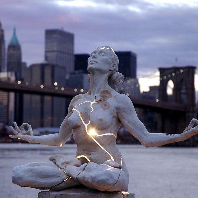 Самые необычные памятники и скульптуры со всего мира