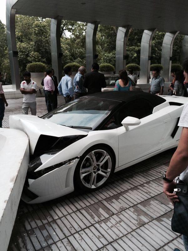 Парковщик отеля разбил машину гостя за 170 000 долларов