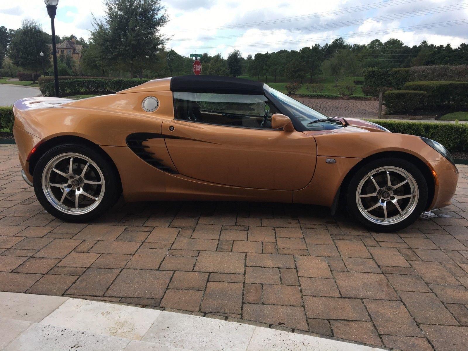 Lotus Elise списали в тотал из-за маленькой царапины