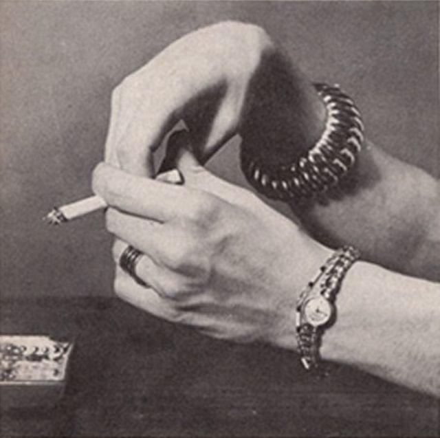 То, как люди держа сигарету, многое может о них рассказать: снимки