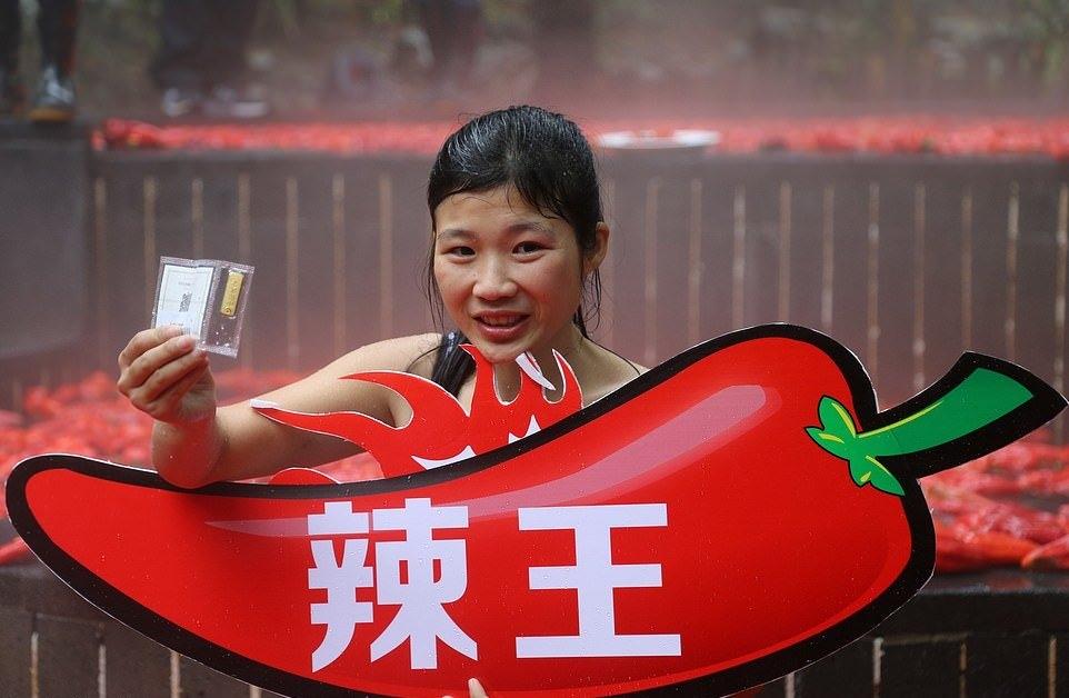 20_летняя китаянка победила в конкурсе по поеданию жгучего перца (11)
