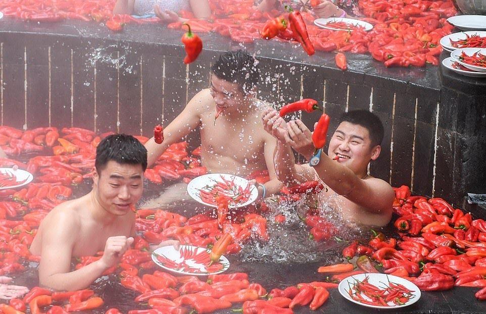 20_летняя китаянка победила в конкурсе по поеданию жгучего перца (2)