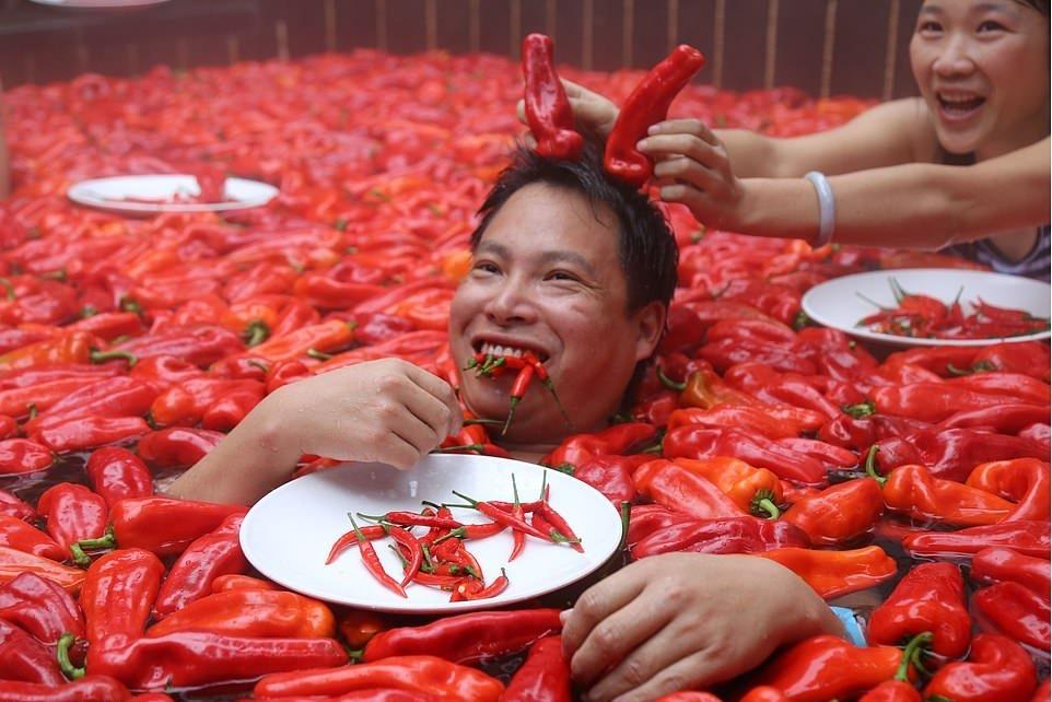 20_летняя китаянка победила в конкурсе по поеданию жгучего перца (3)
