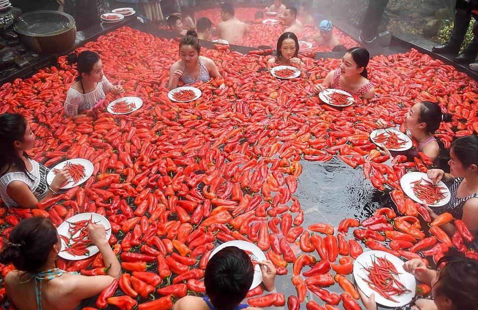 20_летняя китаянка победила в конкурсе по поеданию жгучего перца (7)