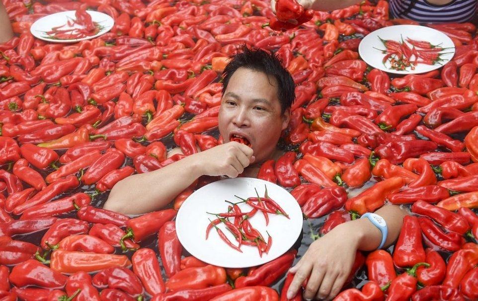 20_летняя китаянка победила в конкурсе по поеданию жгучего перца (8)