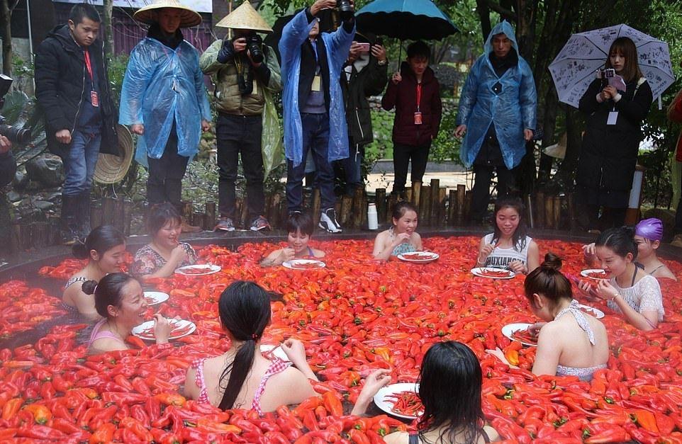 20_летняя китаянка победила в конкурсе по поеданию жгучего перца