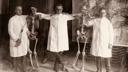 Жизнь в ХХ веке: странные и шокирующие архивные фотографии
