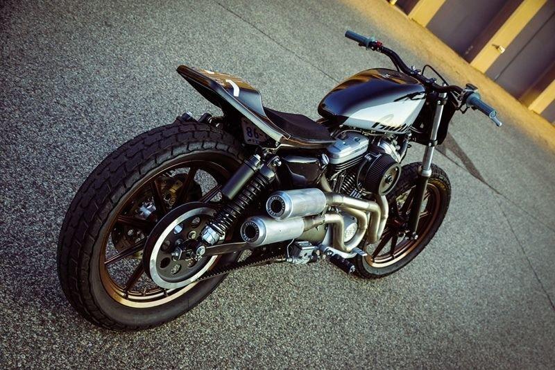 Фото современного Harley-Davidson Super Hooligan