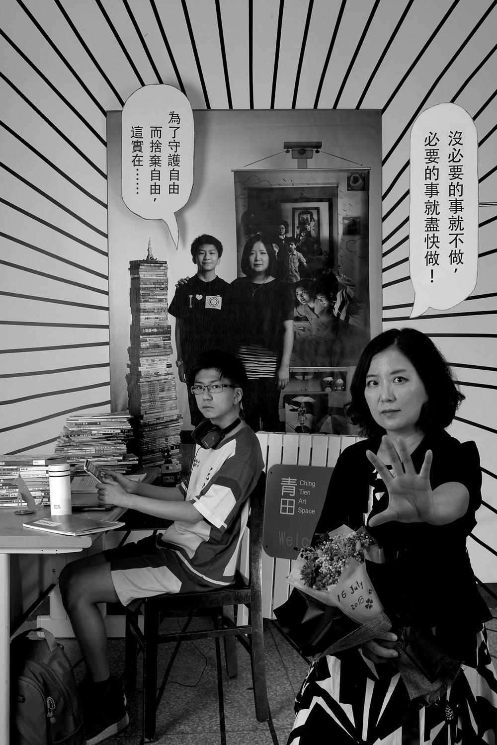 Мама 17 лет делает автопортреты с сыном и каждый последующий снимок на фоне предыдущего 10