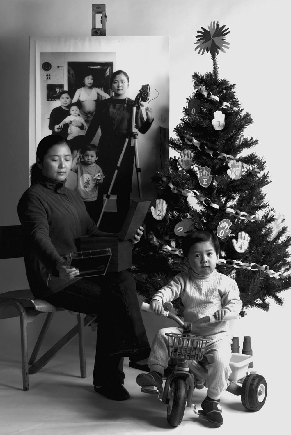 Мама 17 лет делает автопортреты с сыном и каждый последующий снимок на фоне предыдущего 4