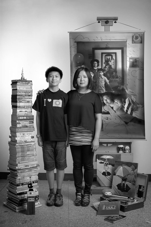 Мама 17 лет делает автопортреты с сыном и каждый последующий снимок на фоне предыдущего 9