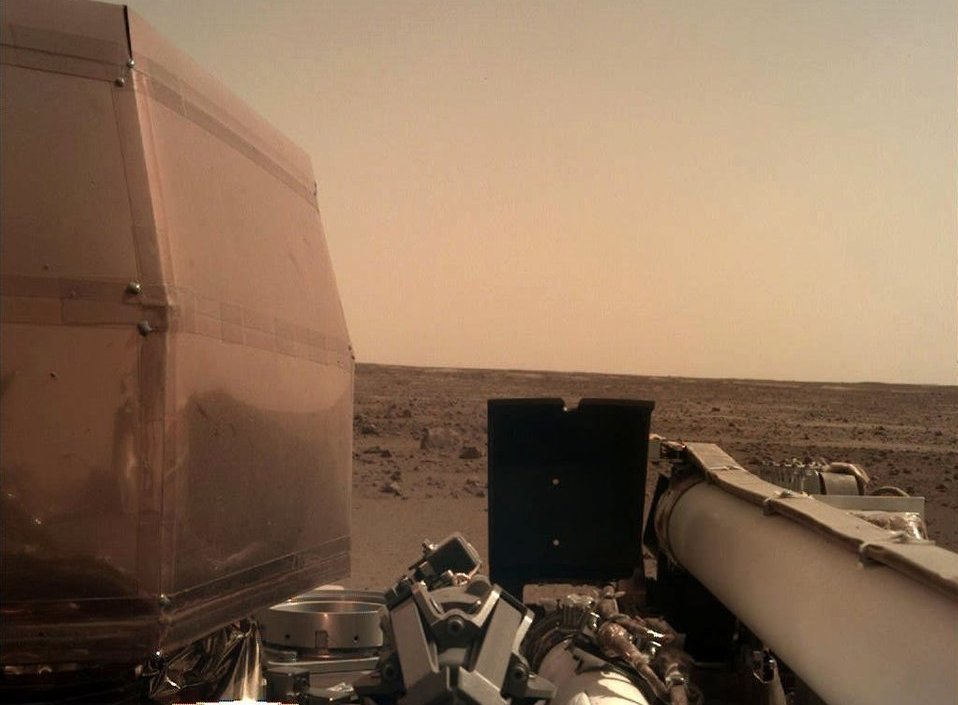 Опубликованы первые фотографии с поверхности Марса (1)