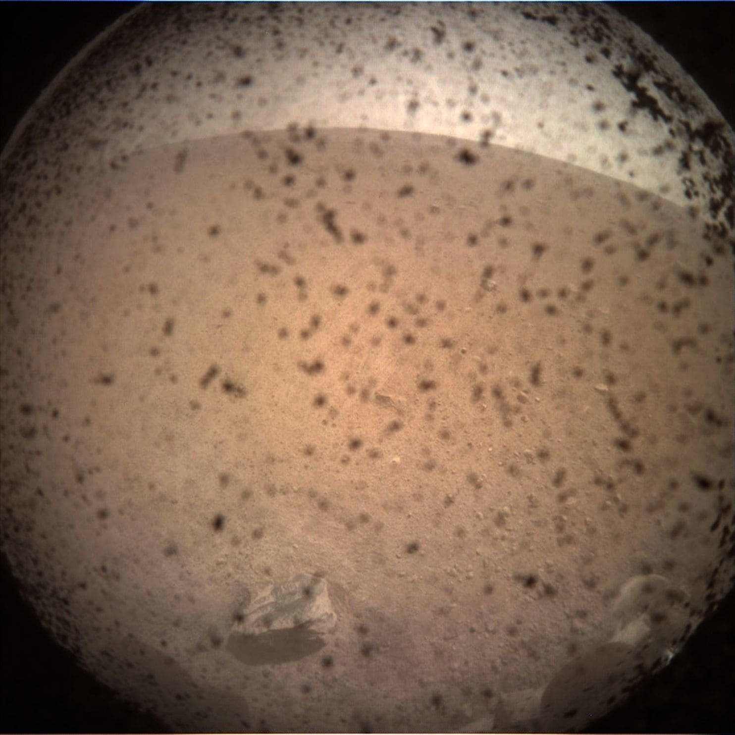 Опубликованы первые фотографии с поверхности Марса (2)