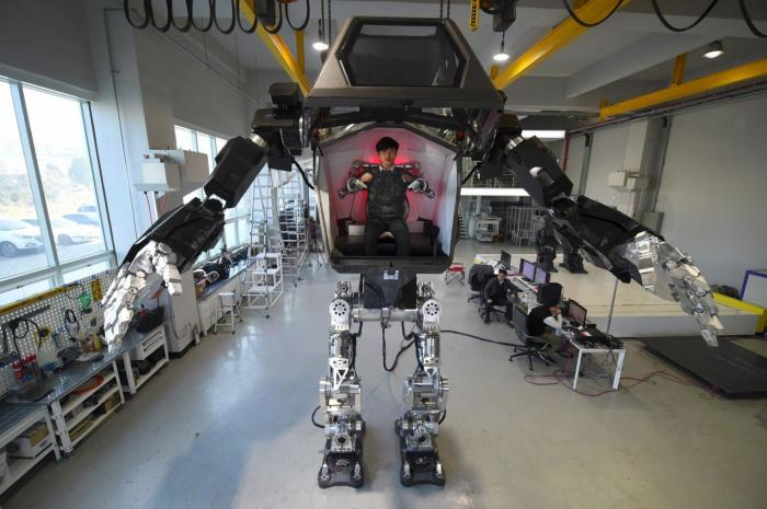 В Южной Корее построили 4_метровый боевой робот_ который уже умеет ходить (1)