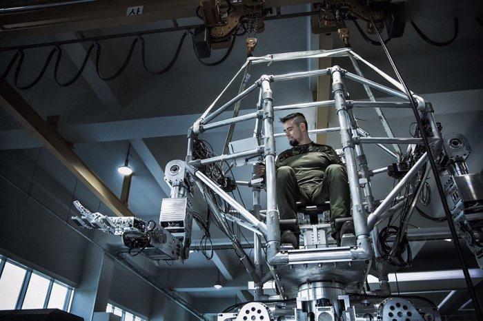 В Южной Корее построили 4_метровый боевой робот_ который уже умеет ходить (2)