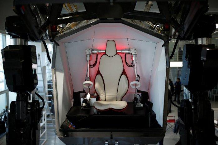 В Южной Корее построили 4_метровый боевой робот_ который уже умеет ходить (3)