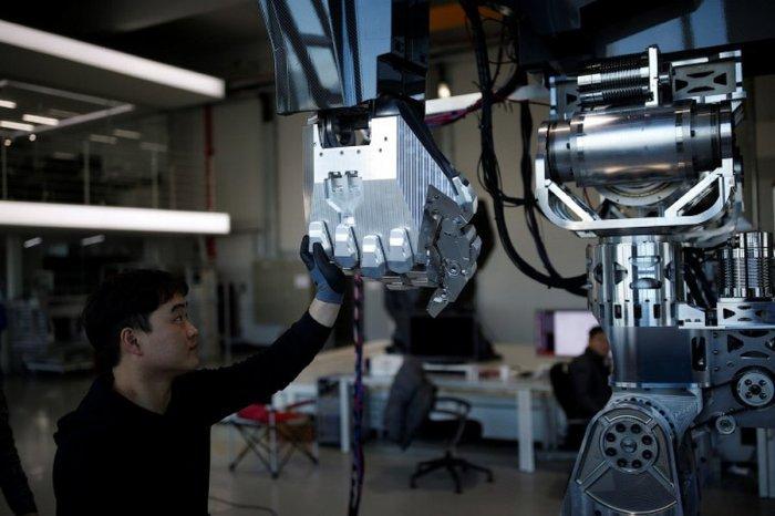 В Южной Корее построили 4_метровый боевой робот_ который уже умеет ходить (4)