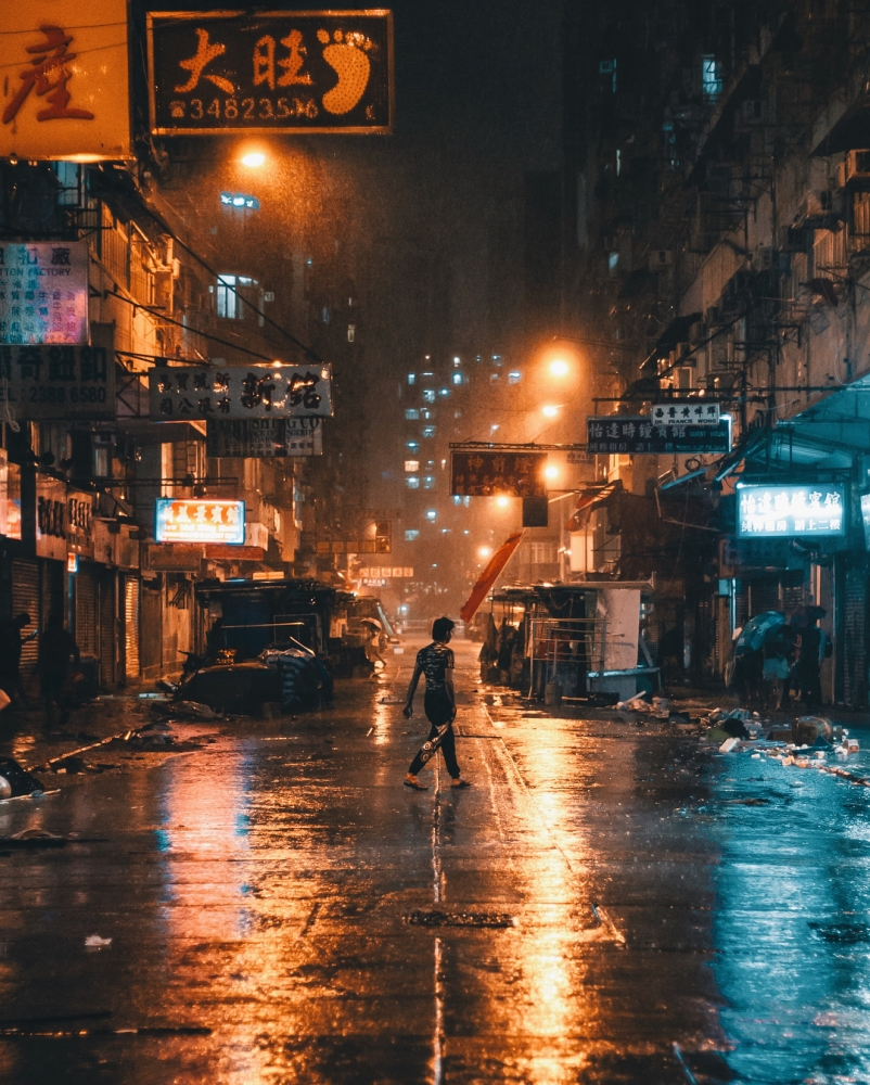 Яркие уличные фотографии Гонконга Дональда Чана (3)
