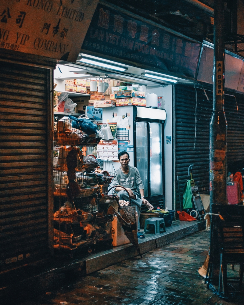 Яркие уличные фотографии Гонконга Дональда Чана (7)