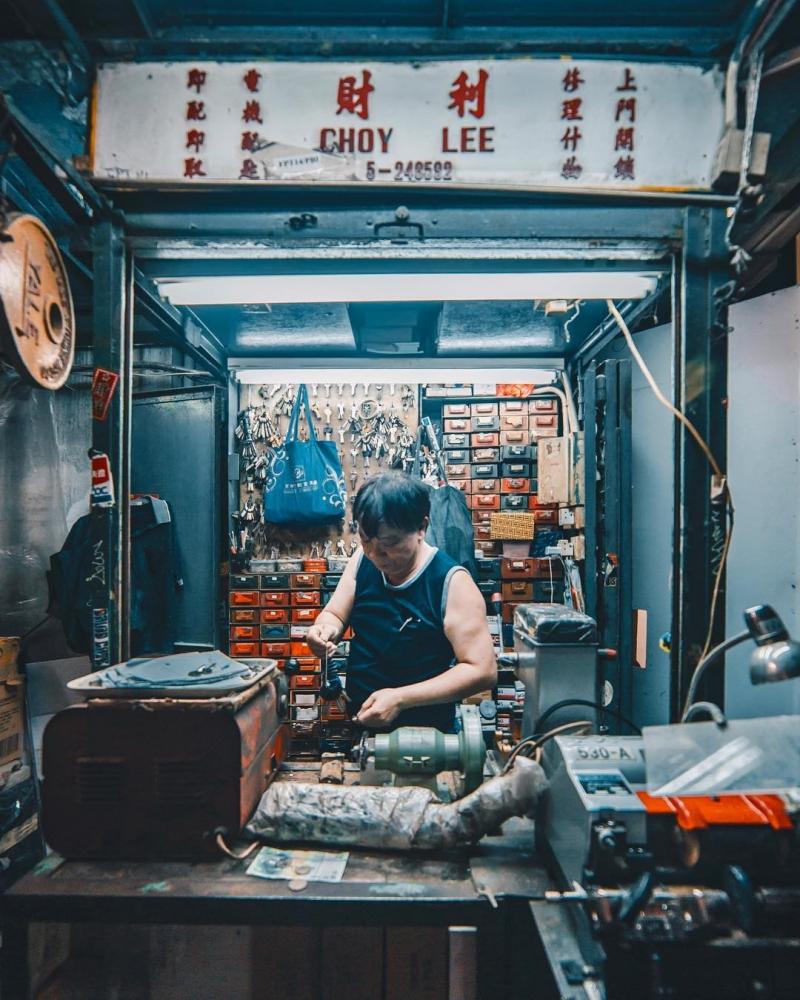 Яркие уличные фотографии Гонконга Дональда Чана (8)