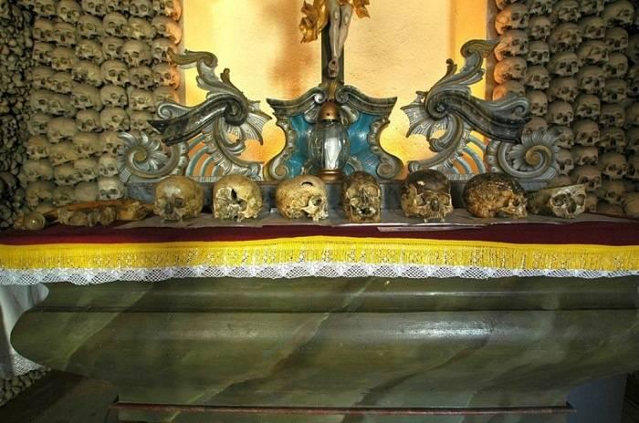 skull-chapel-kaplica-czaszek-poland-main