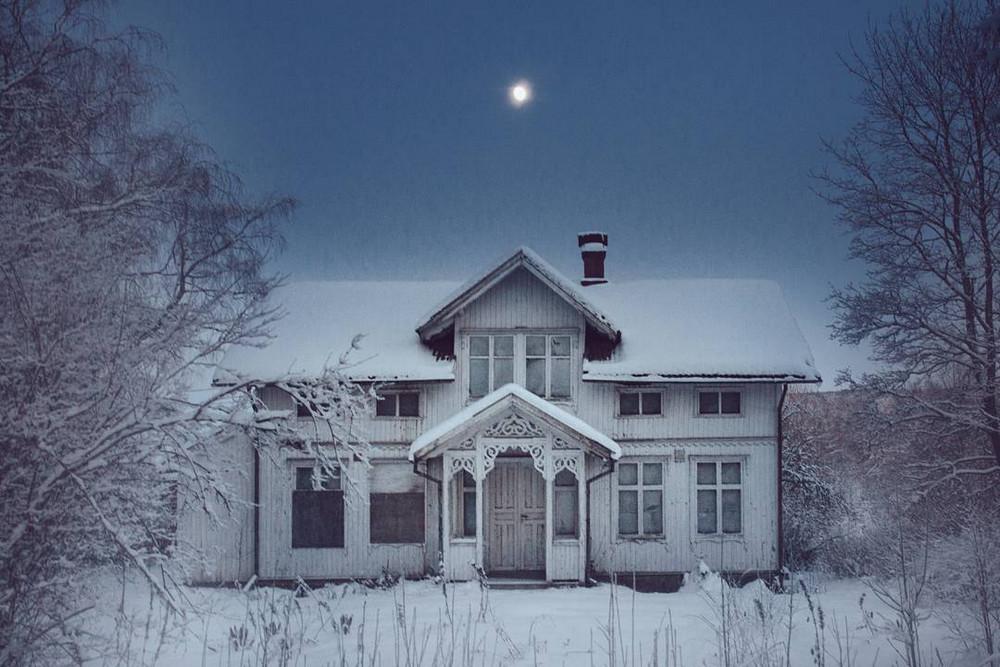 zabroshennye_udalennye_doma_za_severnym_polyarnym_krugom_fotograf_Britt_Mari_Bay_8