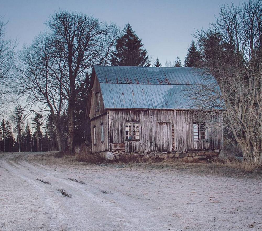 zabroshennye_udalennye_doma_za_severnym_polyarnym_krugom_fotograf_Britt_Mari_Bay_9