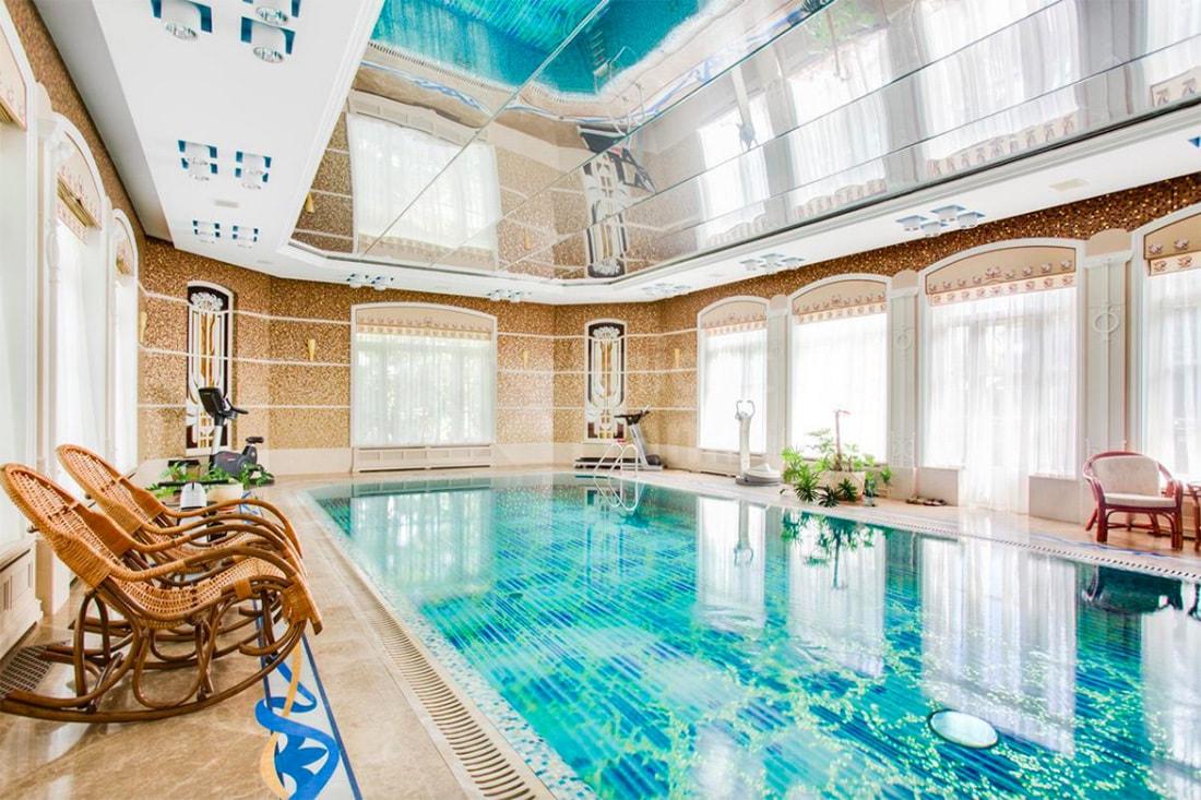 Самые элитные коттеджи Москвы на продаже: фото особняков от 12 миллионов долларов