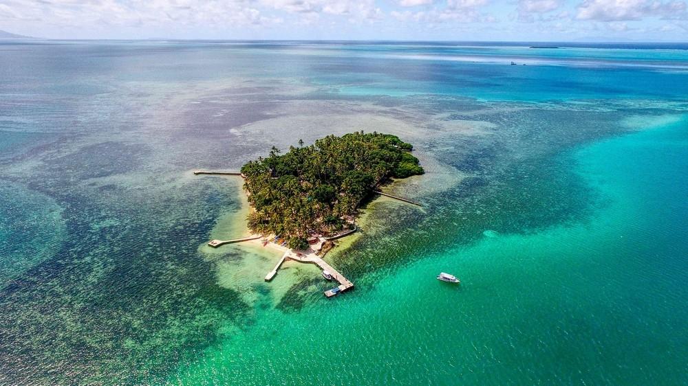 Остров с 16 бунгало и магазинами продается за 6,1 миллиона долларов