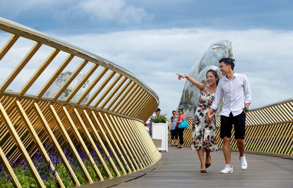 Удивительный мост открыли во Вьетнаме (13)