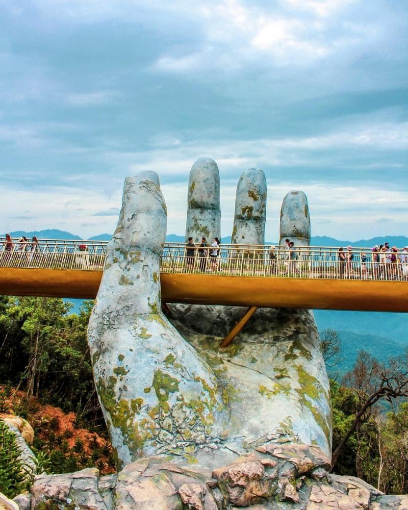 Удивительный мост открыли во Вьетнаме (5)