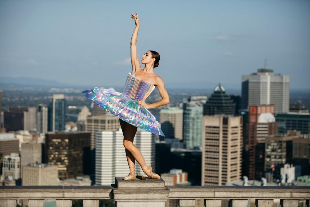 «PLI.Ē» — сила танца и бумаги на улицах мегаполисов