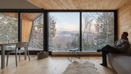 Современный американский дом на скале в Белых горах