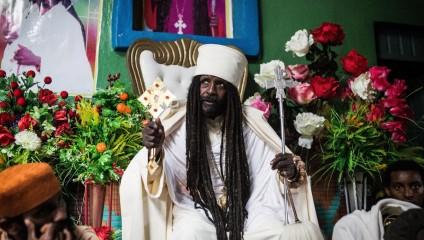 Проповедник из Эфиопии проводит службы онлайн в Facebook и YouTube