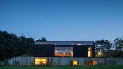 Необычный дом в Голландии, с жилыми комнатами под землей