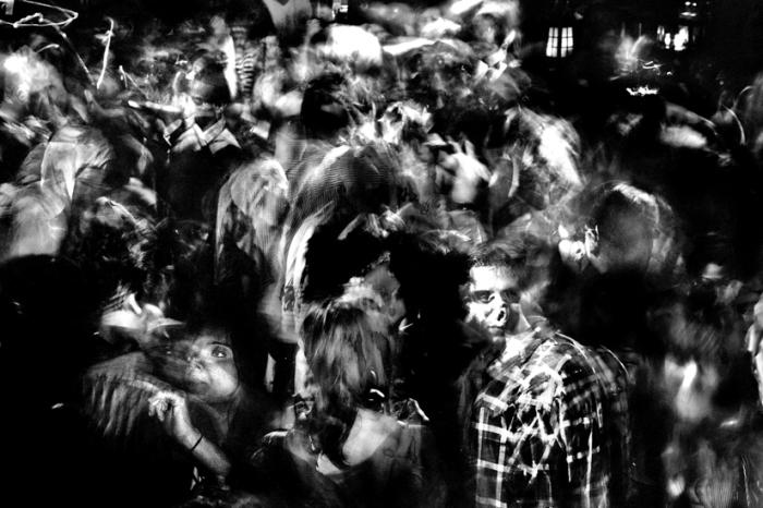 Люди-призраки. Автор: Devin Yalkin.