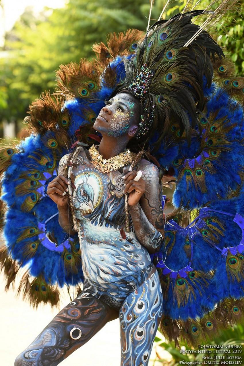 Фоторепортаж с фестиваля бодиарта в Гвинее