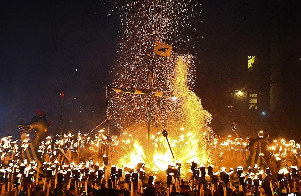 Фоторепортаж с фестиваля огня: викинги и их мощь