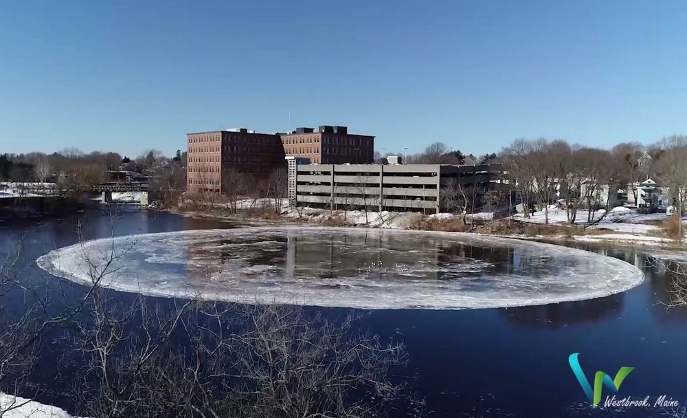 90_метровый ледяной вращающийся диск в американской реке (2)